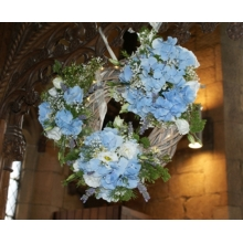 Hydrangea, lisianthus, trachelium, gypsophila, wax flower and lavender on a rustic ring.
